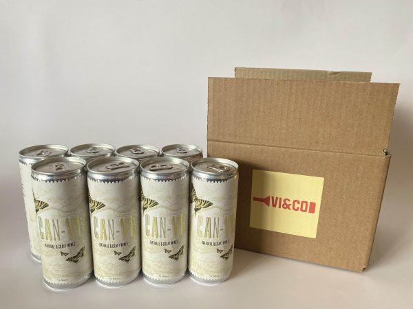 sies latas de vino junto a una caja de carton con el logo de vi & companyia